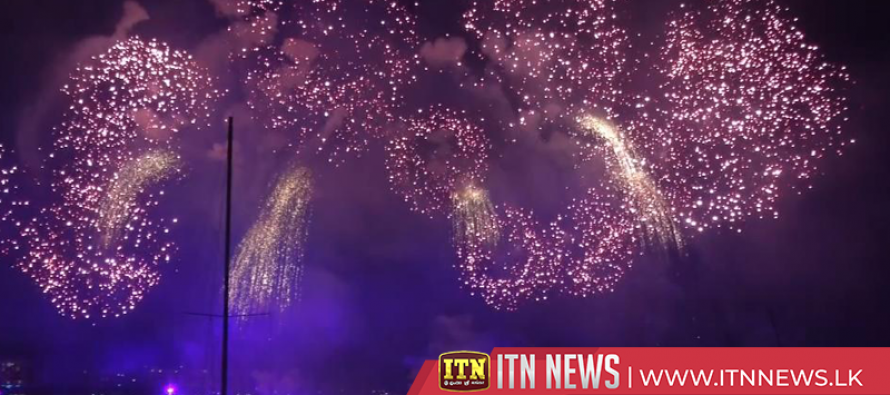 Hundreds of thousands attend fireworks display in Geneva