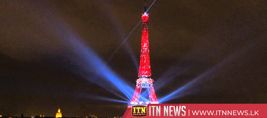 Eiffel Tower celebrates Japan with special light show
