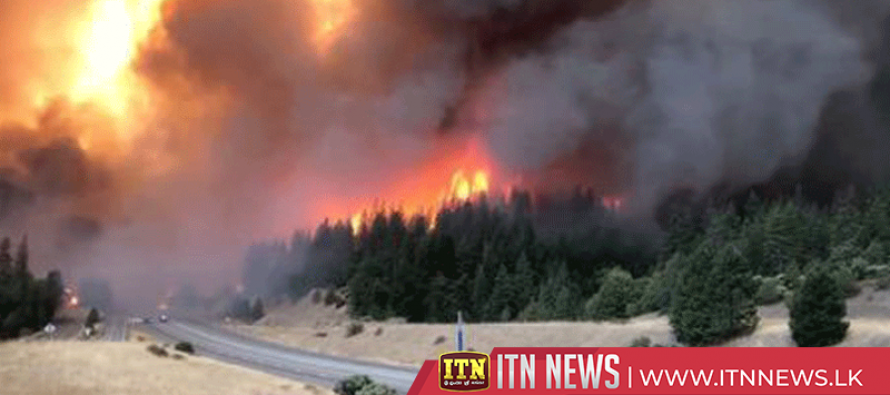 Crews fight to outflank raging Northern California wildfire