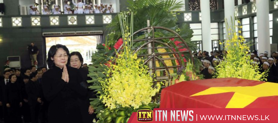 Hundreds of people pay tribute to late Vietnamese president