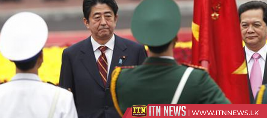 Chinese premier and Japan's Abe praise relations on first day of landmark China visit
