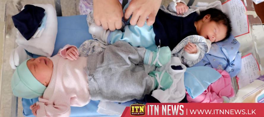 "Venezuelan hospital encourages ""kangaroo"" baby care to spare incubators"