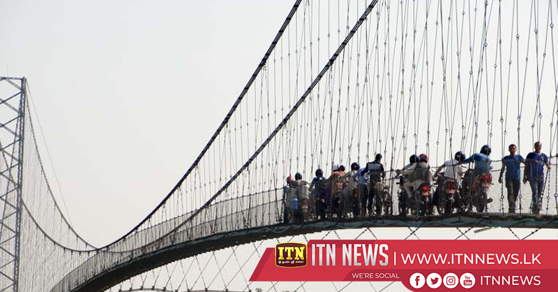 Dozens leap off hanging bridge in Sochi annual base jump festival