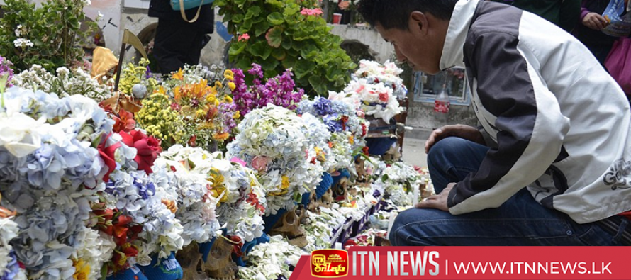 Skulls, flowers, cigarettes and memories; Bolivians celebrate Day of Skulls in La Paz
