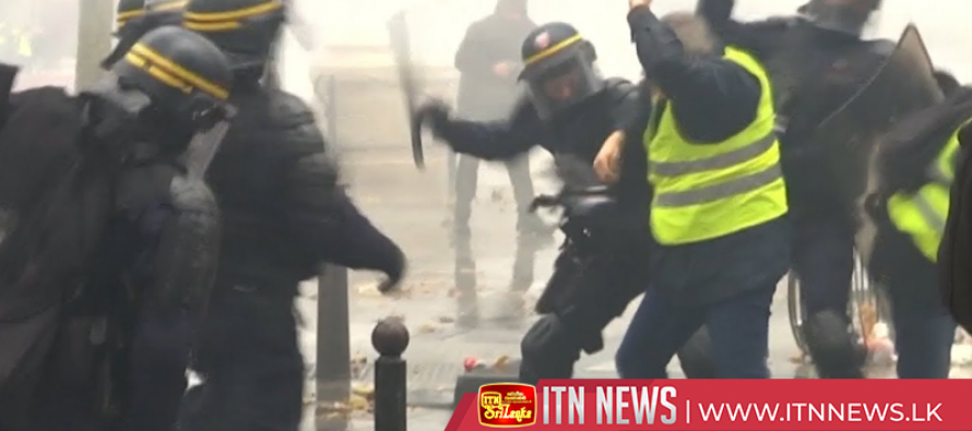 Fire, flares and scuffles at Paris fuel protest