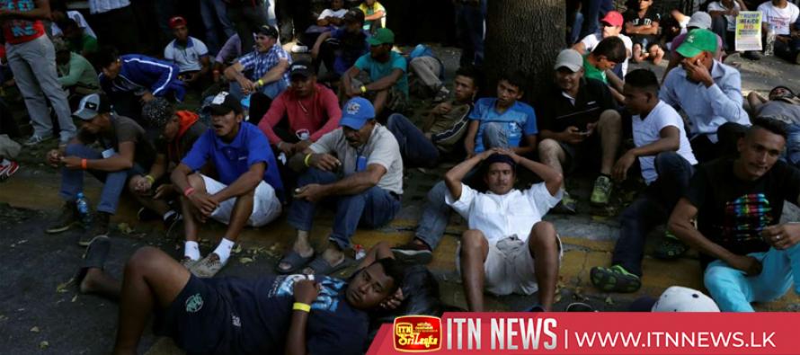 Migrants splinter off from caravan en route to the USA