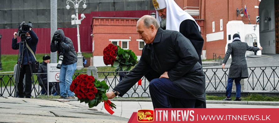 Putin lays flowers on National Unity Day