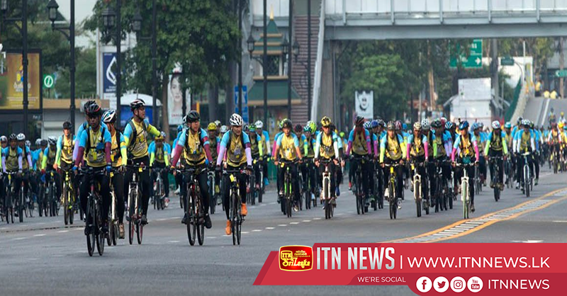 Thai king Vajiralongkorn leads mass cycling event around Bangkok