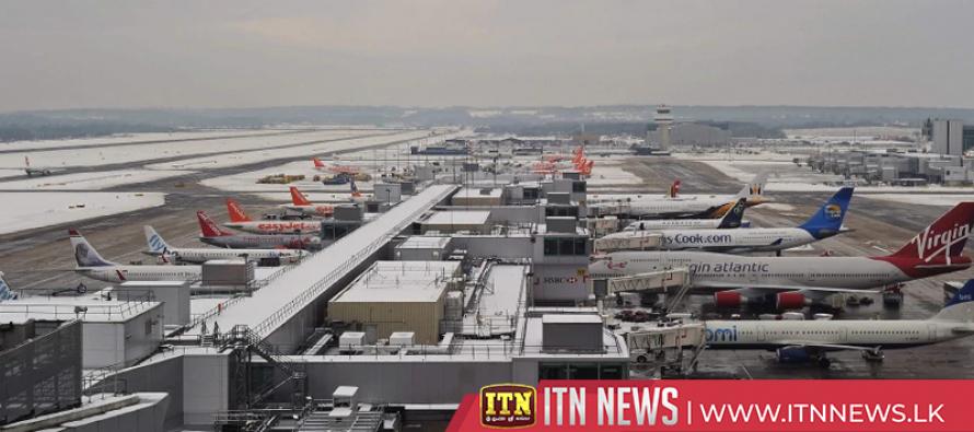 Winter storm cancels U.S. flights; injures airline passenger, crew member