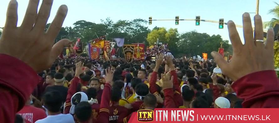 Half a million Filipinos jostle to touch Jesus Christ statue in annual procession