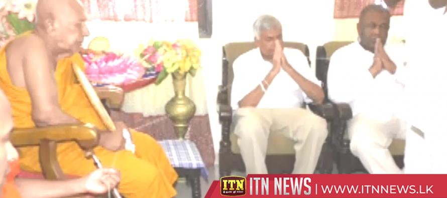 Prime Minister worships at Devundara Raja Maha Viharaya