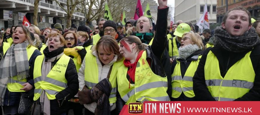 Union members, 'yellow vests' march against French government in Nantes