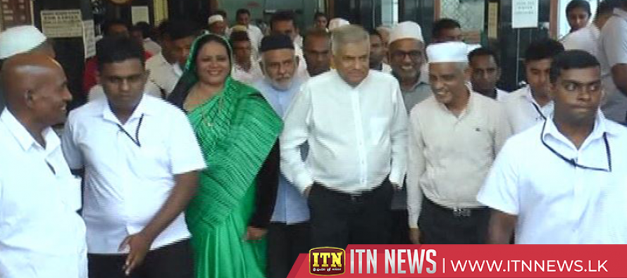 Prime Minister visits Dawatagaha Mosque in Colombo
