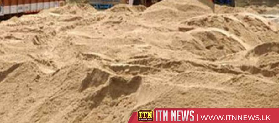 கிண்ணியாவில் மறைத்து வைக்கப்பட்டிருந்த 15000 கியூப் மணல் மீட்பு