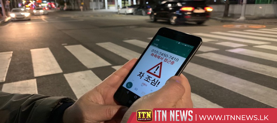 South Korea deters smartphone 'zombies' with flickering lights