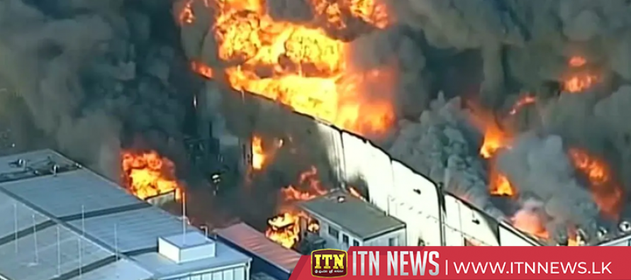Explosive and toxic factory fire lights up Melbourne sky