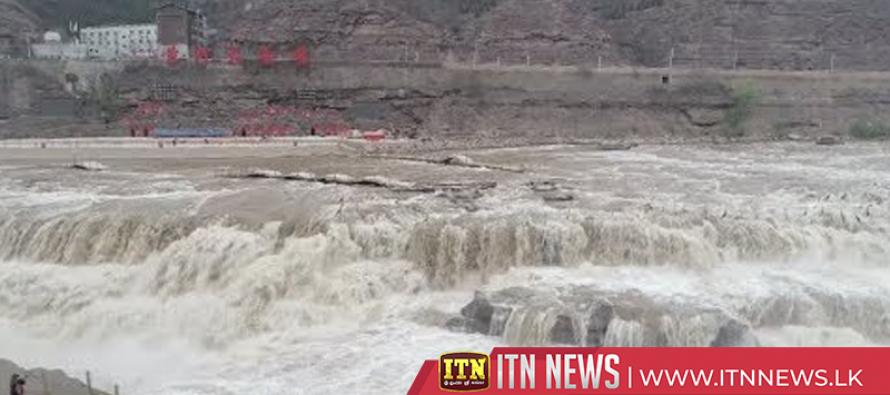 Surging volume of Hukou waterfall amazes spectators