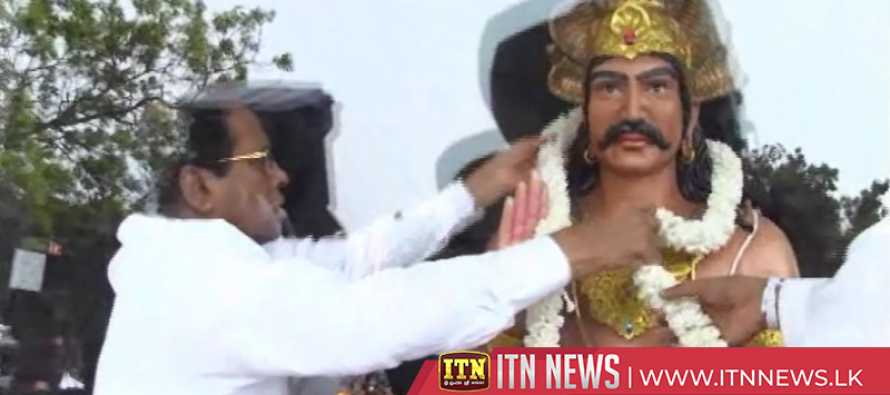 President unveils statues of the Buddha and King Mahasen