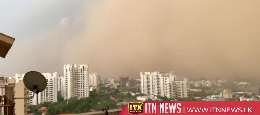 Dust storm blankets New Delhi