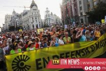 Thousands oppose suspension of anti-pollution plan