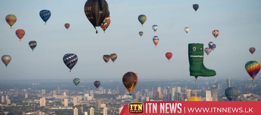 Hot air balloons take to London skies