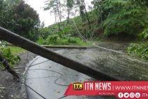 சீரற்ற காலநிலை காரணமாக மத்திய மலை நாட்டின் பல இடங்களில் போக்குவரத்திற்கு பாரிய பாதிப்பு