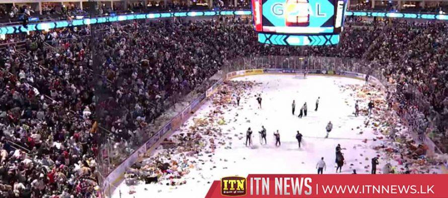"Hockey fans set record in charity ""Teddy Bear Toss"""