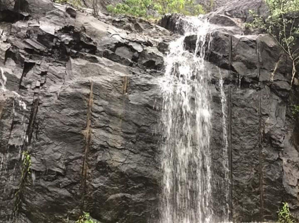 தெற்கு அதிவேக நெடுஞ்சாலை நீர்வீழ்ச்சிகள்