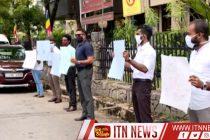 தேர்தல்கள் ஆணைக்குழுவுக்கு முன்பாக ஹூலுக்க எதிராக ஆர்பாட்டங்கள்