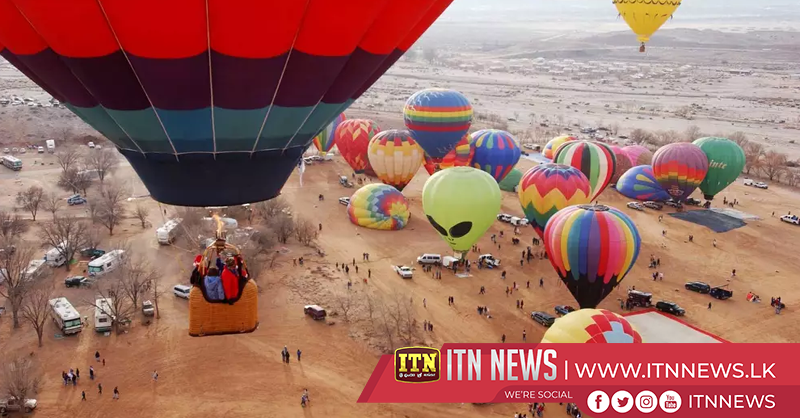 Hot air balloons fill the Albuquerque skies at annual festival