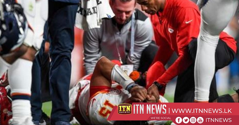 Chiefs quarterback dislocates kneecap in win over Broncos