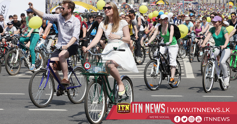 40,000 cyclists race through Moscow