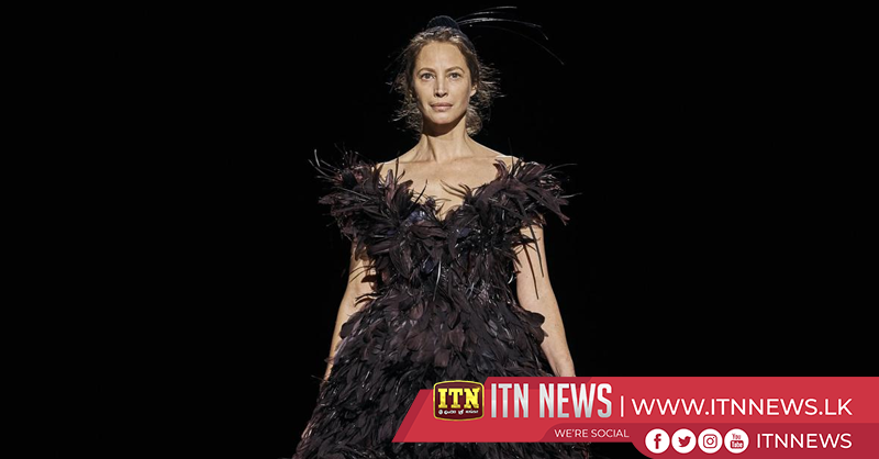Supermodel Christy Turlington returns to the catwalk for Marc Jacobs