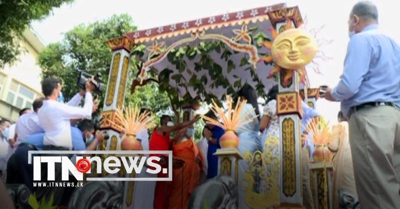 ஜனாதிபதி மற்றும் பிரதமர் தலைமையில் இன்று தலைக்கு எண்ணெய் வைக்கும் தேசிய நிகழ்வு