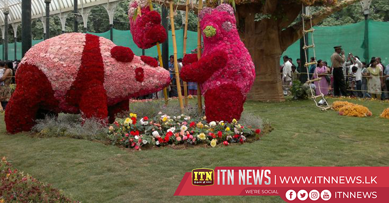 Artists make flower sculptures dedicated to Indian security forces in Bengaluru