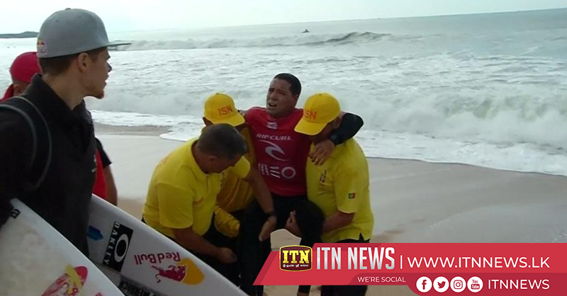 Brazilian surfer de Souza suffers knee injury in WSL event