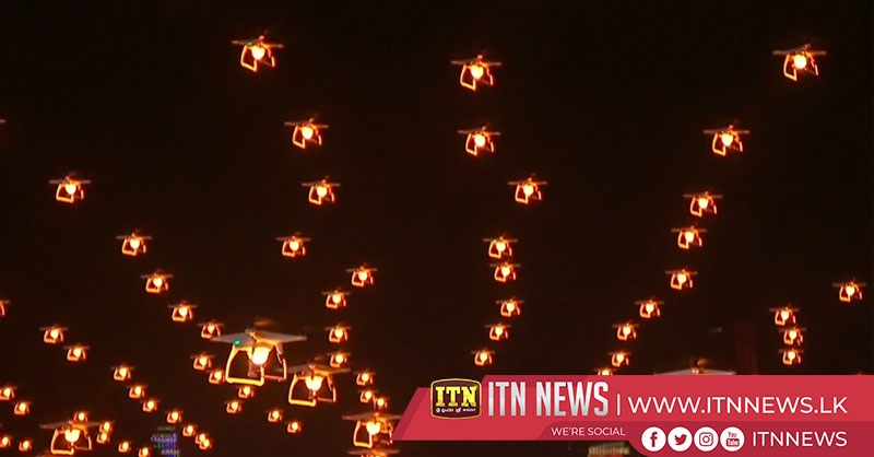 Innovative light show marks opening of Wuhan Lotus Festival in central China