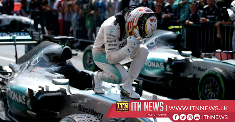 Hamilton wins in Singapore, extends championship